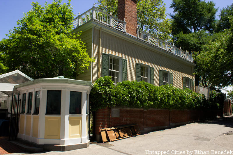 Gracie Mansion exterior and guard house