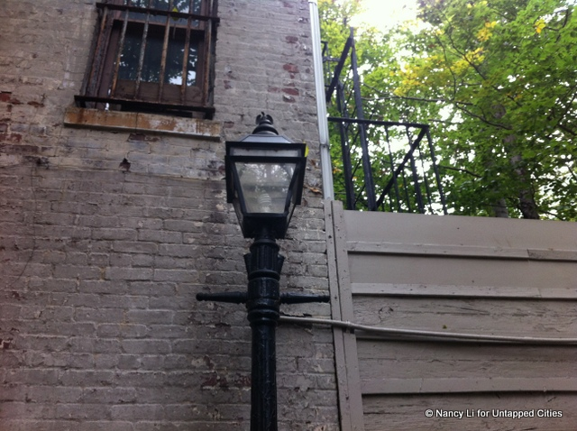 Patchin-Place-Lamppost_New-York-City_Untapped Cities