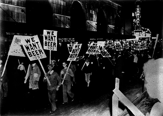 Workers demonstrating against prohibition in the streets of New York, Photograph, Around 1933