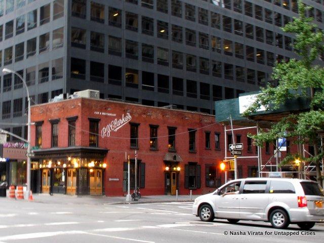 PJ-Clarkes-NYC-Burgers-Classic-Midtown-East-Untapped Cities-Nasha Virata