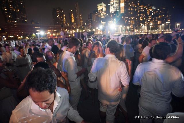 NYC-Diner en Blanc-2015-Hudson River Park-Pop Up White Dinner-050