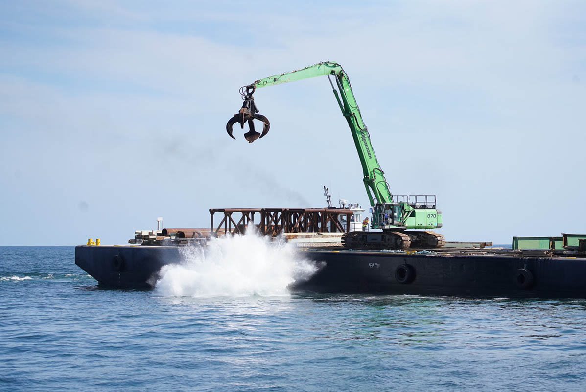 Old Kosciuszco Bridge Becomes Artificial Reef off Fire Island, Long Island