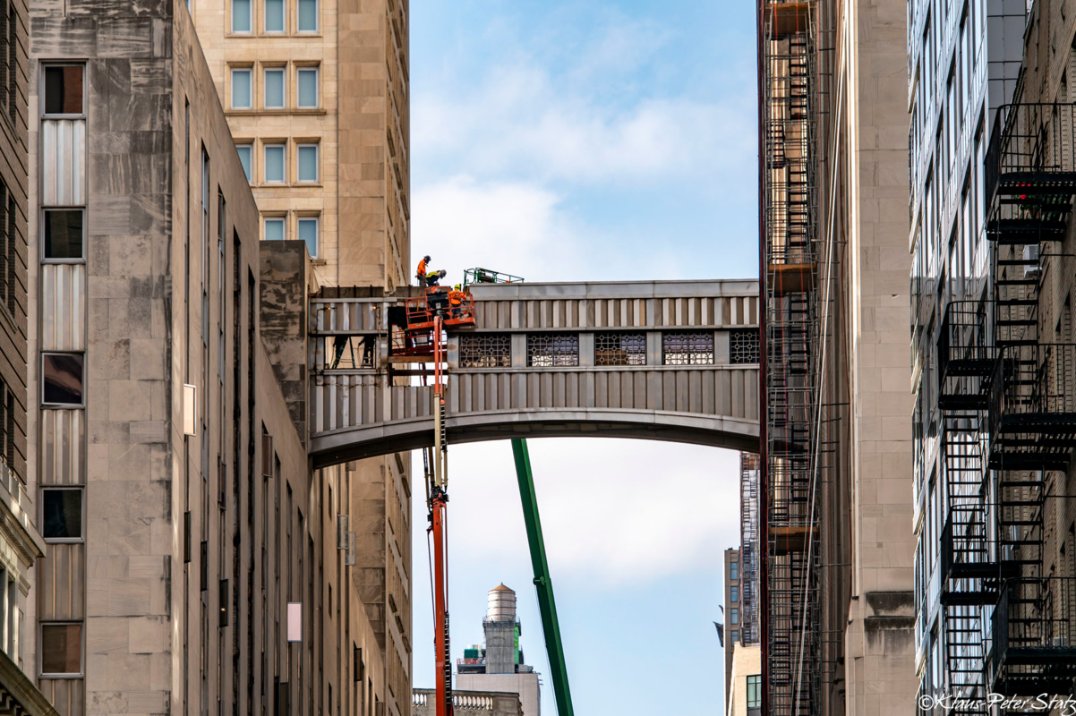 MetLife sky bridge demolition starts